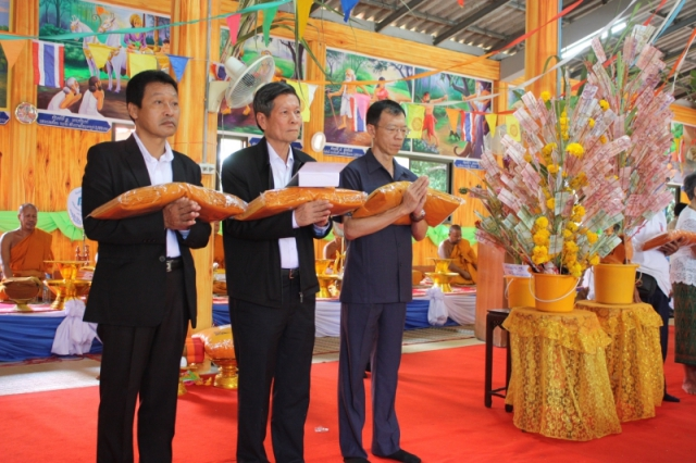 Mr. Arun Incharoensakdi Chief Operating Officer of Pimai Salt Co., Ltd. with employees and business partner jointly Kathin ceremony at Wat Mai Song Tham and Wat PabungTakob