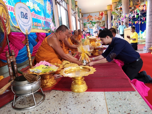 Mr. Arun Incharoensakdi Chief Operating Officer of Pimai Salt Co., Ltd. with employees and business partner jointly Kathin ceremony at Wat Ban Tan Phatthana, T. Samrit and Wat Mai Phatthana Tha Makhuea, T. Krabeungyai