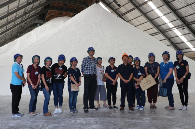 The group of Faculty 's teachers and students (21 persons) from Faculty of Pharmacy, Thammasat University to visit salt plant operation of Pimai Salt Company Limited at Pimai District Nakhonratchasima