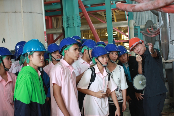 The group of Faculty 's teachers and Students (25 persons) from Muangplubplapittayakom School, visit salt plant operation of Pimai Salt Company Limited