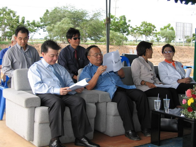The executive board attened the ceremony of salt tolerant plant growing.